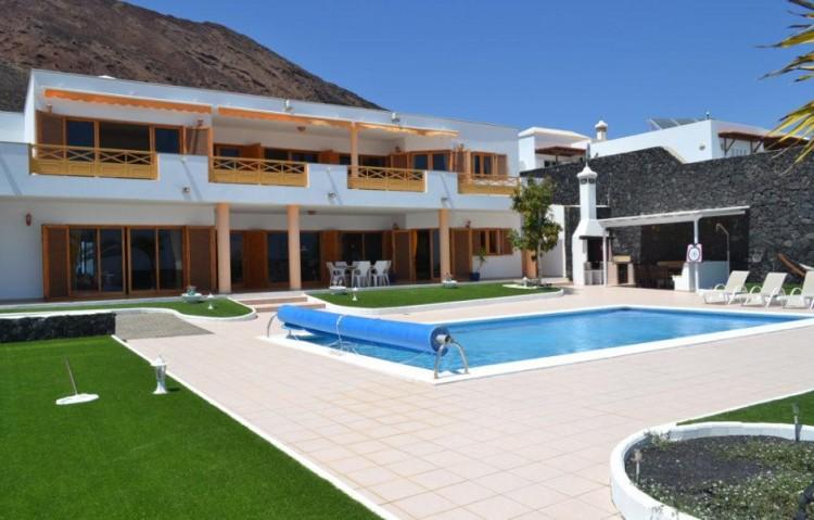 6 Bed  Villa/House for Sale, Playa Blanca, Lanzarote - LA-LA846s 1