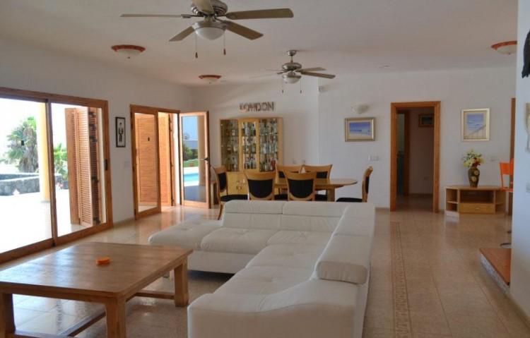 6 Bed  Villa/House for Sale, Playa Blanca, Lanzarote - LA-LA846s 4