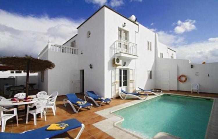7 Bed  Villa/House for Sale, Puerto Del Carmen, Lanzarote - LA-LA847s 1