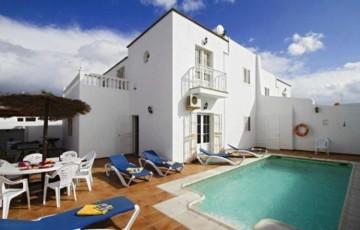 7 Bed  Villa/House for Sale, Puerto Del Carmen, Lanzarote - LA-LA847s