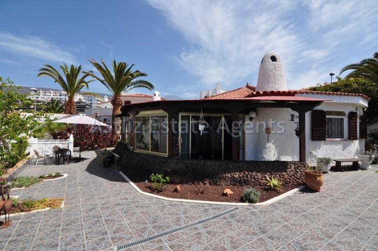 4 Bed  Villa/House for Sale, El Varadero, Guia De Isora, Tenerife - AZ-1322 1