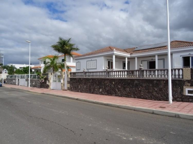 3 Bed  Villa/House for Sale, Callao Salvaje, Tenerife - CS-28 1