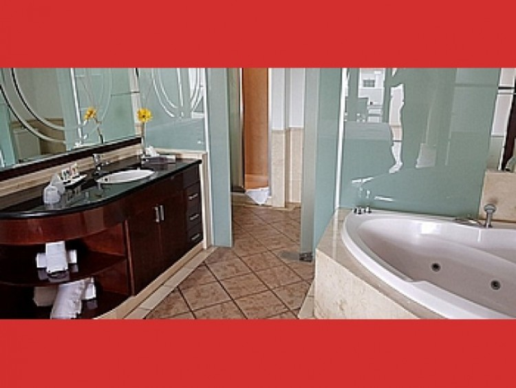 2 Bed  Flat / Apartment for Sale, Los Cristianos, Tenerife - CS-36 8