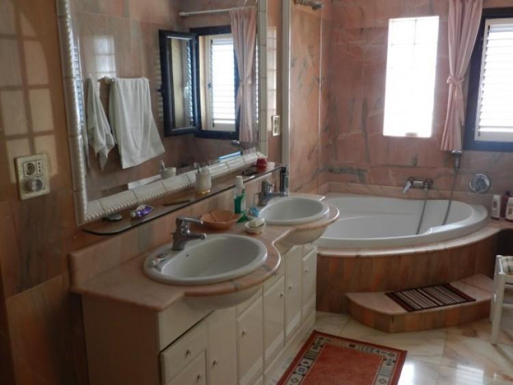3 Bed  Flat / Apartment for Sale, Los Cristianos, Tenerife - CS-21 8