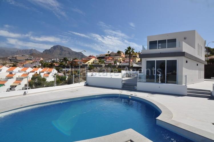 4 Bed  Villa/House for Sale, San Eugenio Alto, Adeje, Tenerife - AZ-1326 1