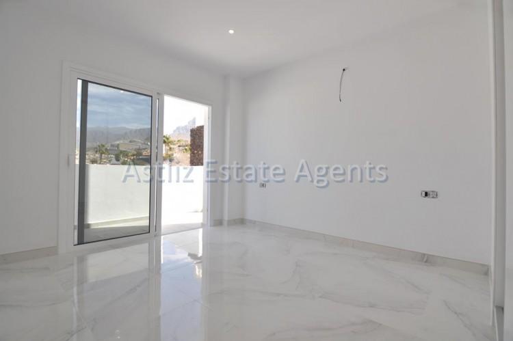 4 Bed  Villa/House for Sale, San Eugenio Alto, Adeje, Tenerife - AZ-1326 12