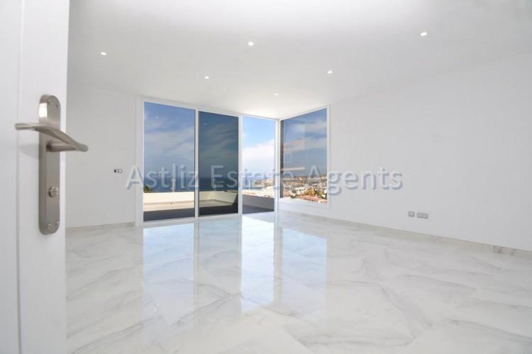 4 Bed  Villa/House for Sale, San Eugenio Alto, Adeje, Tenerife - AZ-1326 16