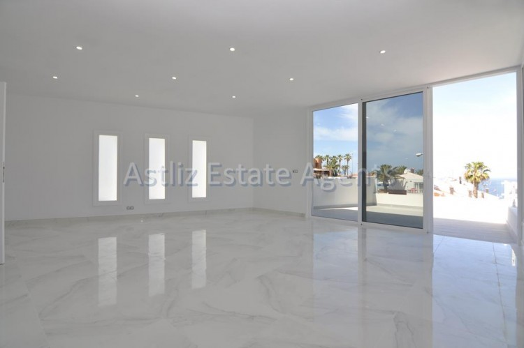 4 Bed  Villa/House for Sale, San Eugenio Alto, Adeje, Tenerife - AZ-1326 17