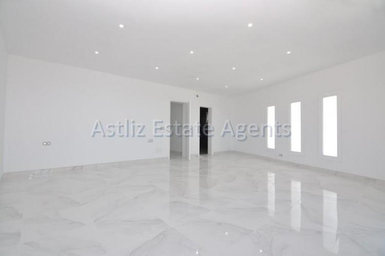 4 Bed  Villa/House for Sale, San Eugenio Alto, Adeje, Tenerife - AZ-1326 18