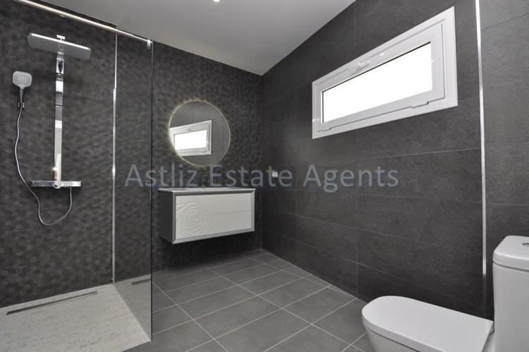 4 Bed  Villa/House for Sale, San Eugenio Alto, Adeje, Tenerife - AZ-1326 19