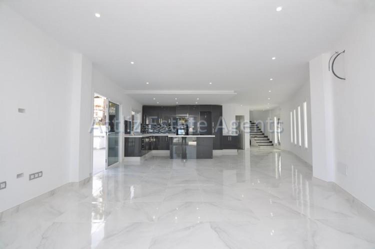 4 Bed  Villa/House for Sale, San Eugenio Alto, Adeje, Tenerife - AZ-1326 2