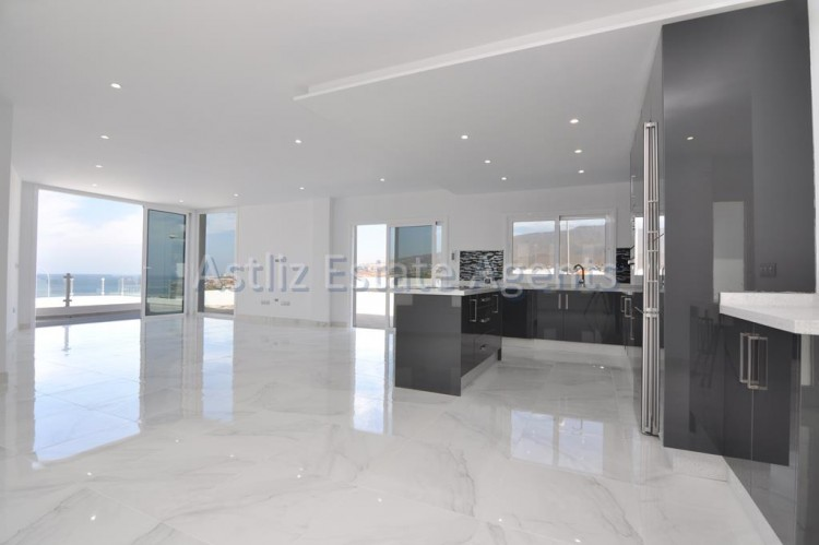 4 Bed  Villa/House for Sale, San Eugenio Alto, Adeje, Tenerife - AZ-1326 4