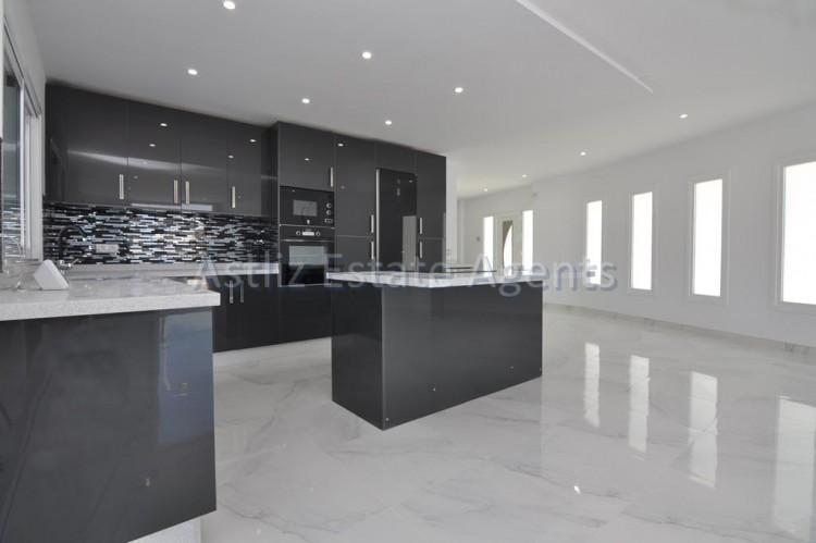4 Bed  Villa/House for Sale, San Eugenio Alto, Adeje, Tenerife - AZ-1326 5