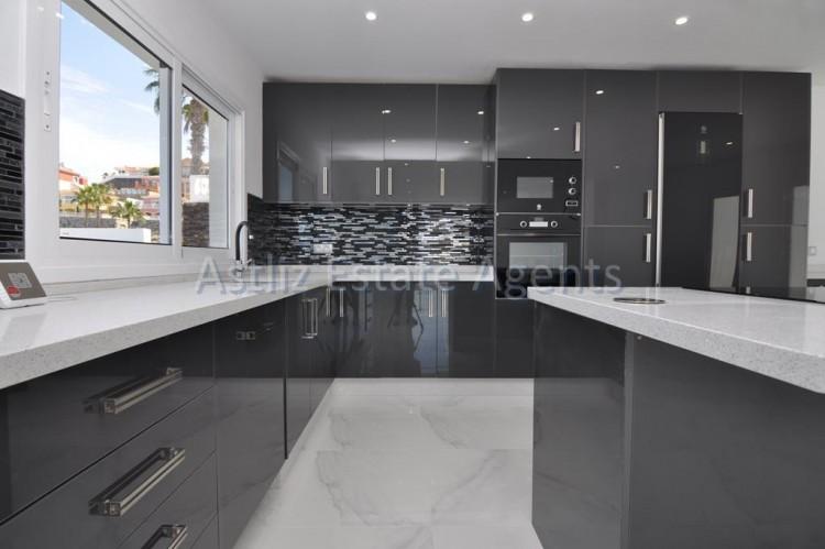 4 Bed  Villa/House for Sale, San Eugenio Alto, Adeje, Tenerife - AZ-1326 6