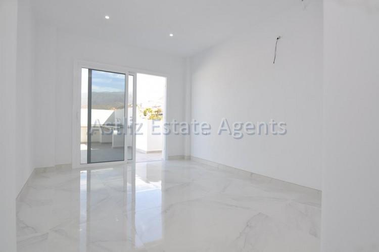 4 Bed  Villa/House for Sale, San Eugenio Alto, Adeje, Tenerife - AZ-1326 8