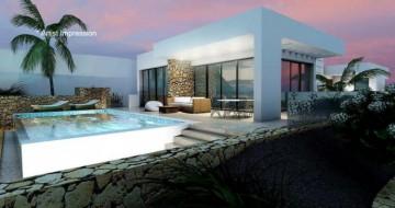 4 Bed  Villa/House for Sale, Puerto Del Carmen, Lanzarote - LA-LA856s