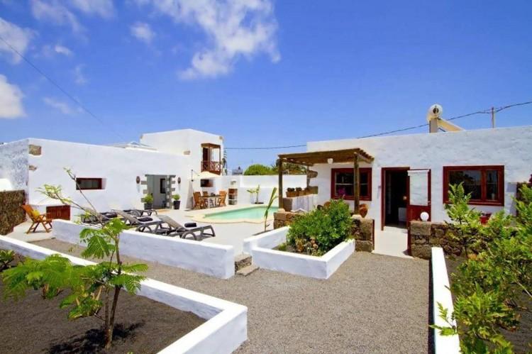 6 Bed  Villa/House for Sale, Teguise, Lanzarote - LA-LA858s 2