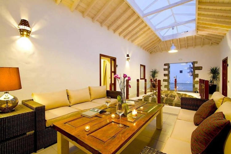 6 Bed  Villa/House for Sale, Teguise, Lanzarote - LA-LA858s 3