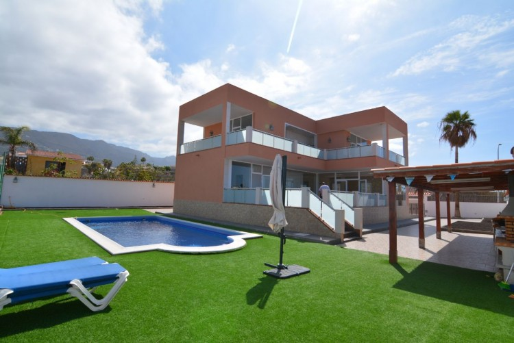 4 Bed  Villa/House for Sale, Playa Paraiso, Santa Cruz de Tenerife, Tenerife - DH-VPTCHPPCPROM_4-19 1