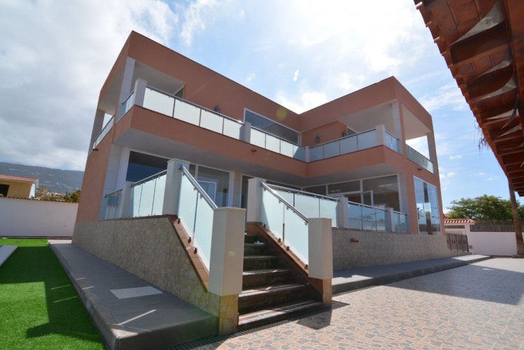 4 Bed  Villa/House for Sale, Playa Paraiso, Santa Cruz de Tenerife, Tenerife - DH-VPTCHPPCPROM_4-19 2