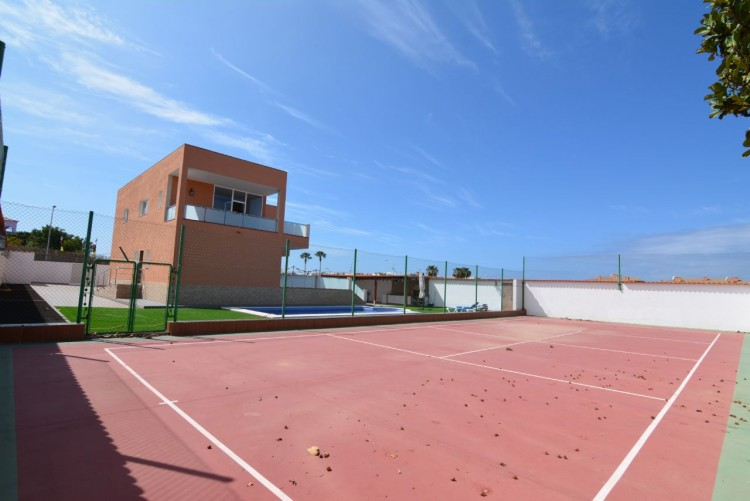 4 Bed  Villa/House for Sale, Playa Paraiso, Santa Cruz de Tenerife, Tenerife - DH-VPTCHPPCPROM_4-19 5