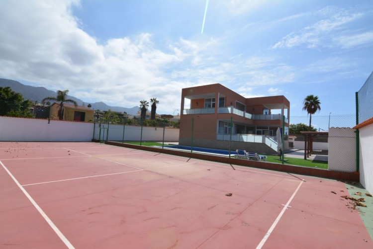 4 Bed  Villa/House for Sale, Playa Paraiso, Santa Cruz de Tenerife, Tenerife - DH-VPTCHPPCPROM_4-19 6