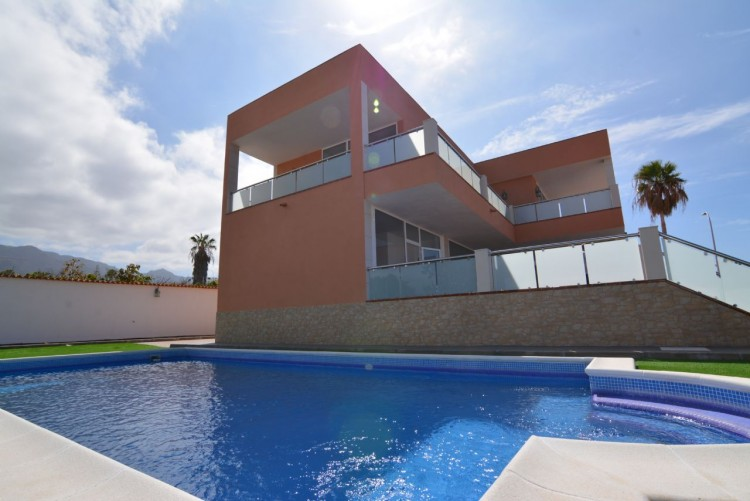 4 Bed  Villa/House for Sale, Playa Paraiso, Santa Cruz de Tenerife, Tenerife - DH-VPTCHPPCPROM_4-19 7