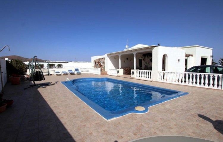 3 Bed  Villa/House for Sale, Guime, Lanzarote - LA-LA864s 1