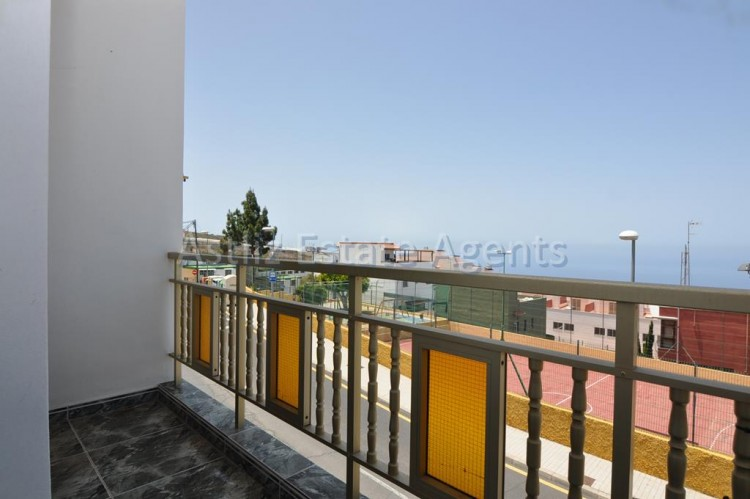 3 Bed  Villa/House for Sale, Guia De Isora, Tenerife - AZ-1036 5