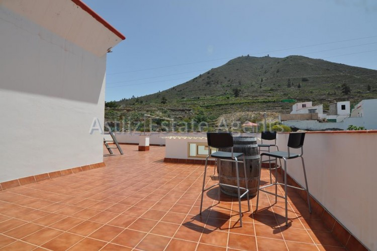 3 Bed  Villa/House for Sale, Guia De Isora, Tenerife - AZ-1036 9
