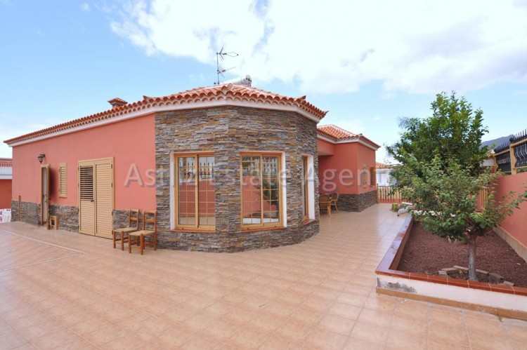 5 Bed  Villa/House for Sale, Playa De La Arena, Santiago Del Teide, Tenerife - AZ-1046 1