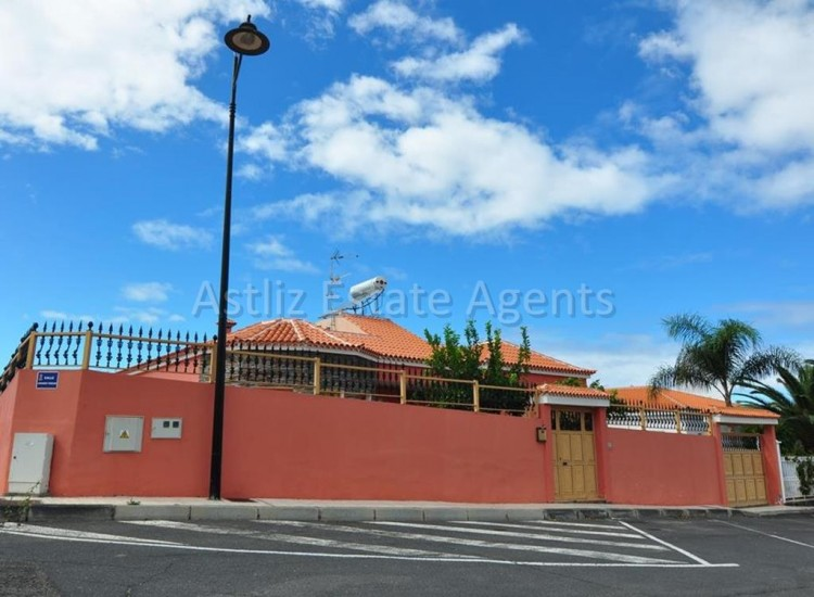 5 Bed  Villa/House for Sale, Playa De La Arena, Santiago Del Teide, Tenerife - AZ-1046 12