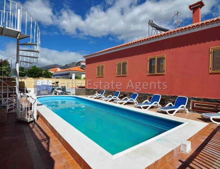 5 Bed  Villa/House for Sale, Playa De La Arena, Santiago Del Teide, Tenerife - AZ-1046 4