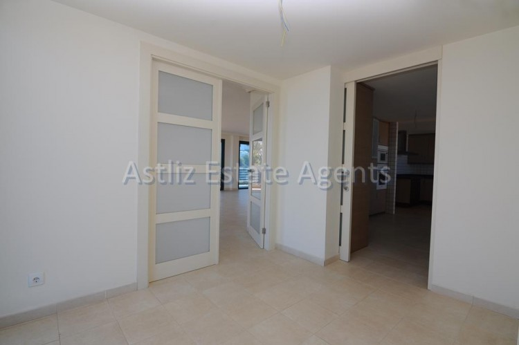 3 Bed  Flat / Apartment for Sale, Puerto De Santiago, Santiago Del Teide, Tenerife - AZ-1053 5