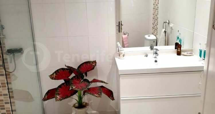 2 Bed  Flat / Apartment for Sale, Los Cristianos, Tenerife - TP-10958 16
