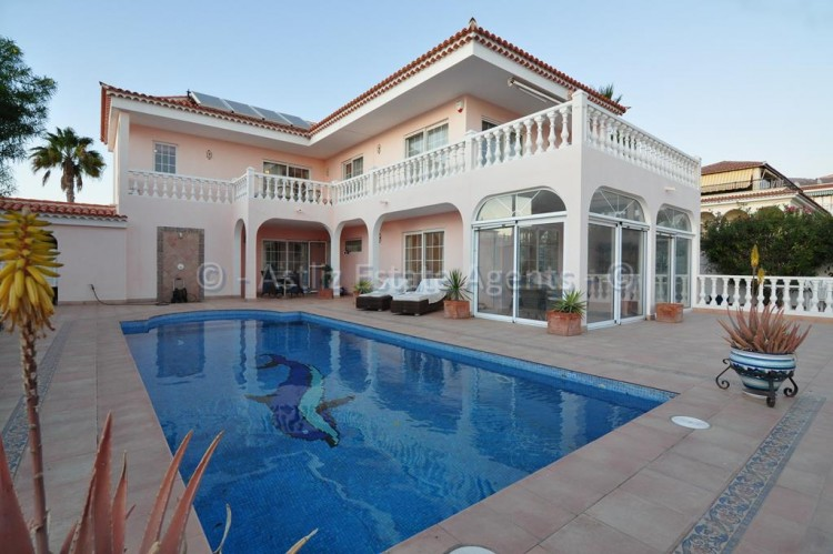 4 Bed  Villa/House for Sale, Callao Salvaje, Costa Adeje, Tenerife - AZ-1136 1