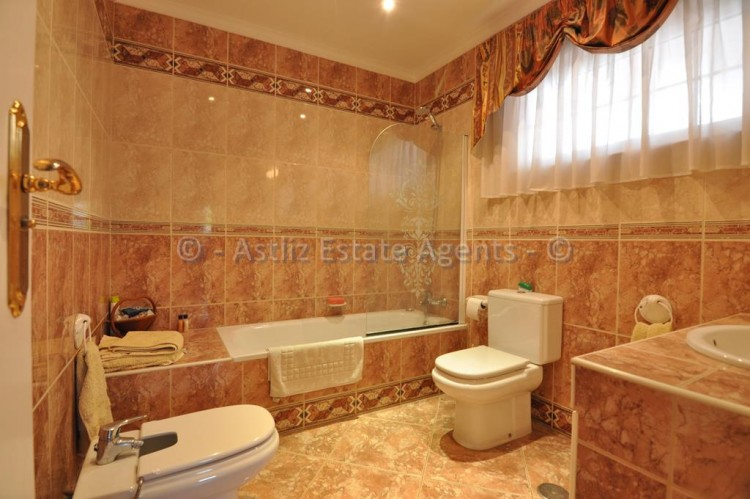 4 Bed  Villa/House for Sale, Callao Salvaje, Costa Adeje, Tenerife - AZ-1136 10