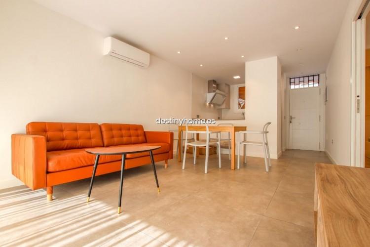 2 Bed  Flat / Apartment for Sale, Los Cristianos, Santa Cruz de Tenerife, Tenerife - DH-VPTCRISFYR2H_06-19 3
