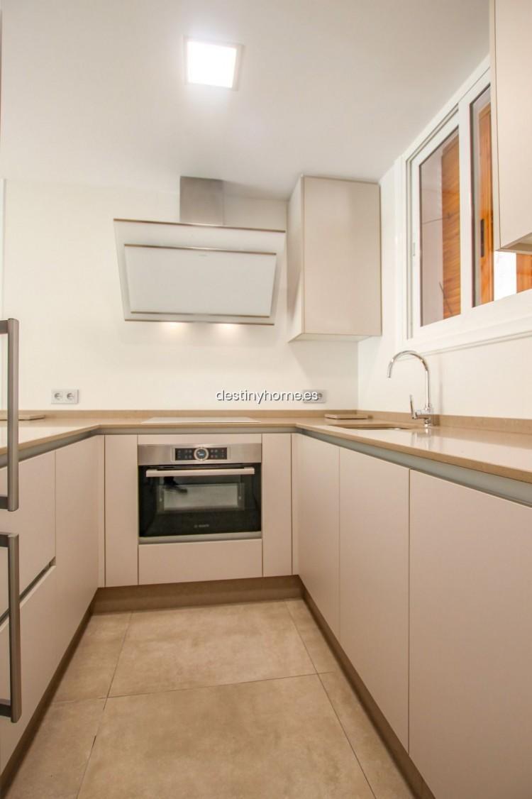 2 Bed  Flat / Apartment for Sale, Los Cristianos, Santa Cruz de Tenerife, Tenerife - DH-VPTCRISFYR2H_06-19 7