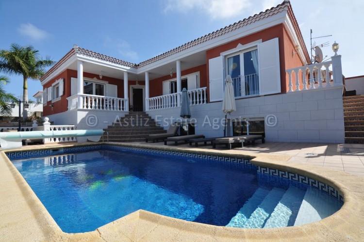 3 Bed  Villa/House for Sale, Callao Salvaje, Adeje, Tenerife - AZ-1355 1