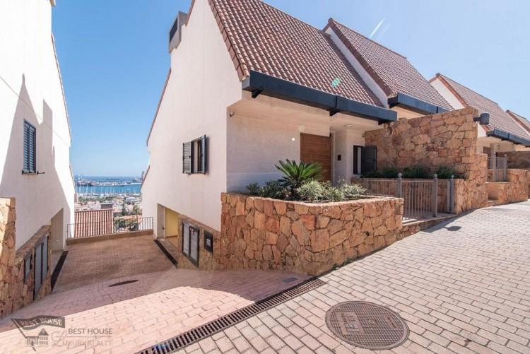 3 Bed  Villa/House for Sale, Las Palmas de Gran Canaria, LAS PALMAS, Gran Canaria - BH-8077-FAC-2912 4