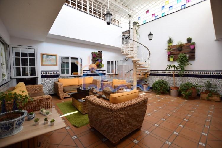 5 Bed  Villa/House for Sale, SAN BARTOLOME DE TIRAJANA, Las Palmas, Gran Canaria - MA-C-469 1