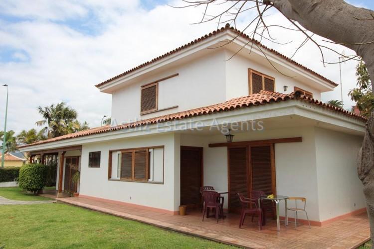 5 Bed  Villa/House for Sale, Puerto De La Cruz, Tenerife - AZ-1191 1