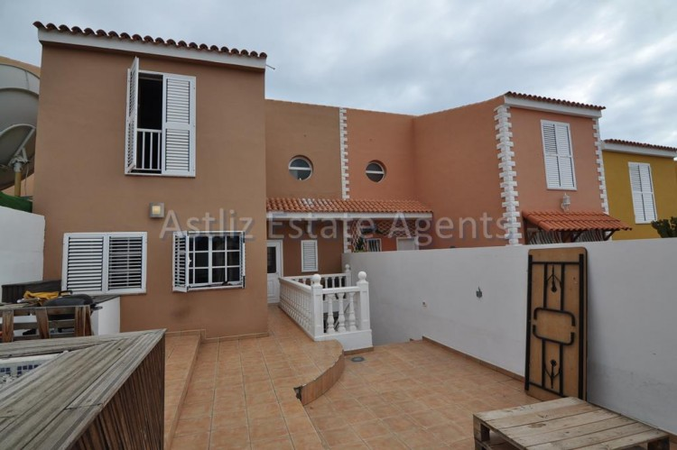 3 Bed  Villa/House for Sale, Piedra Hincada, Guia De Isora, Tenerife - AZ-1193 1