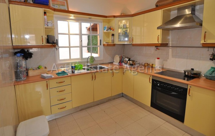 3 Bed  Villa/House for Sale, Piedra Hincada, Guia De Isora, Tenerife - AZ-1193 5