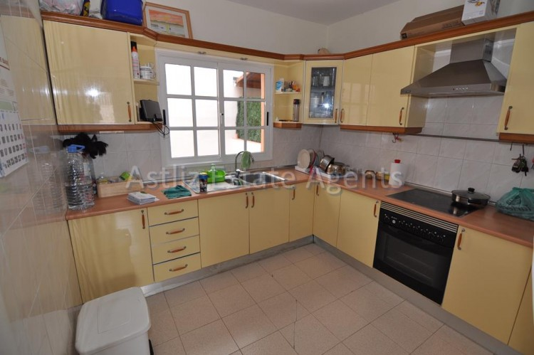 3 Bed  Villa/House for Sale, Piedra Hincada, Guia De Isora, Tenerife - AZ-1193 6