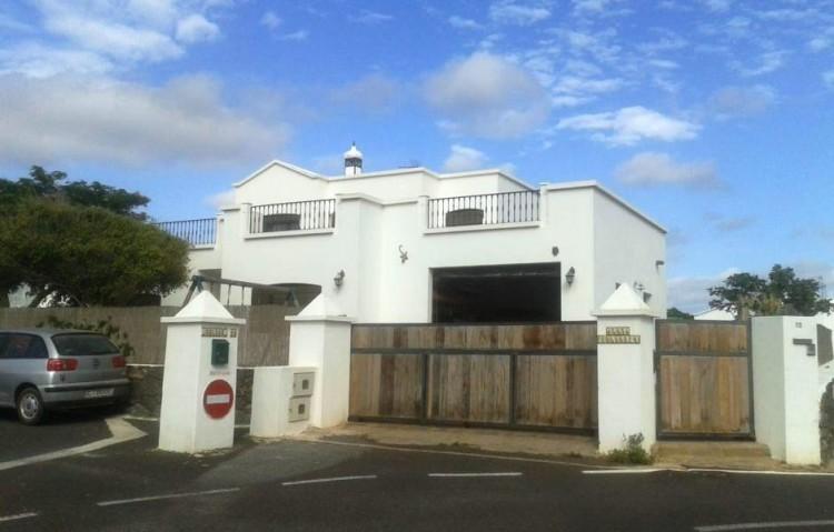 4 Bed  Villa/House for Sale, Uga, Lanzarote - LA-LA875s 1