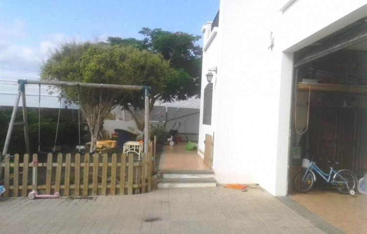 4 Bed  Villa/House for Sale, Uga, Lanzarote - LA-LA875s 2