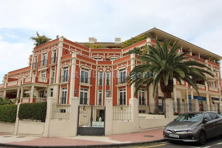 2 Bed  Flat / Apartment for Sale, Puerto De La Cruz, Tenerife - AZ-1196 1