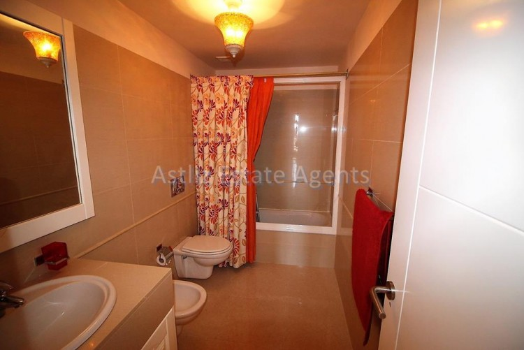 2 Bed  Flat / Apartment for Sale, Puerto De La Cruz, Tenerife - AZ-1196 3
